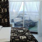 Апартаменты в отеле Мост-Сити центр Днепр, номер Стандарт Skytech фото 3-4